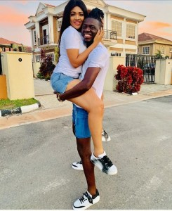 Akporo and wife loved up on 4 years anniversary