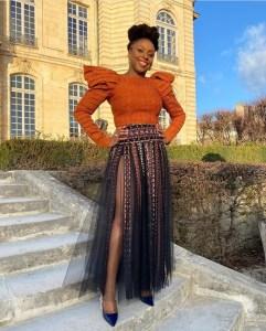 Chimamanda Ngozi Adiche rocks high slit skirt