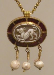 dog man art history, A Roman cameo of a dog - source Wikimedia
