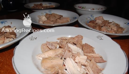 Мясо в тарелках для холодца