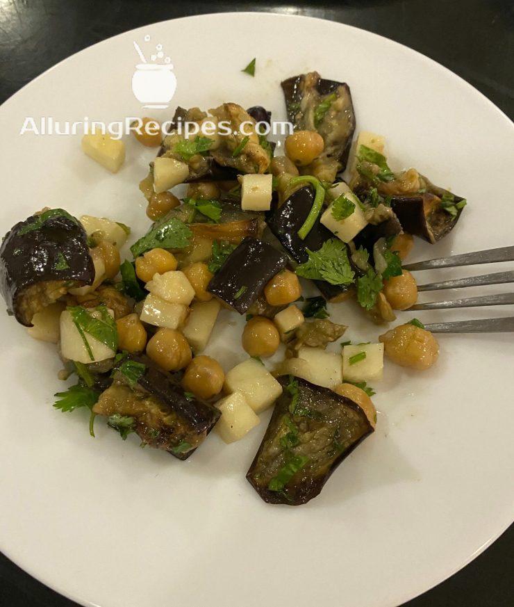 Салат из нута, баклажана и сыра