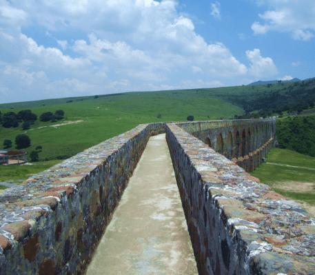 Along_Aqueduct