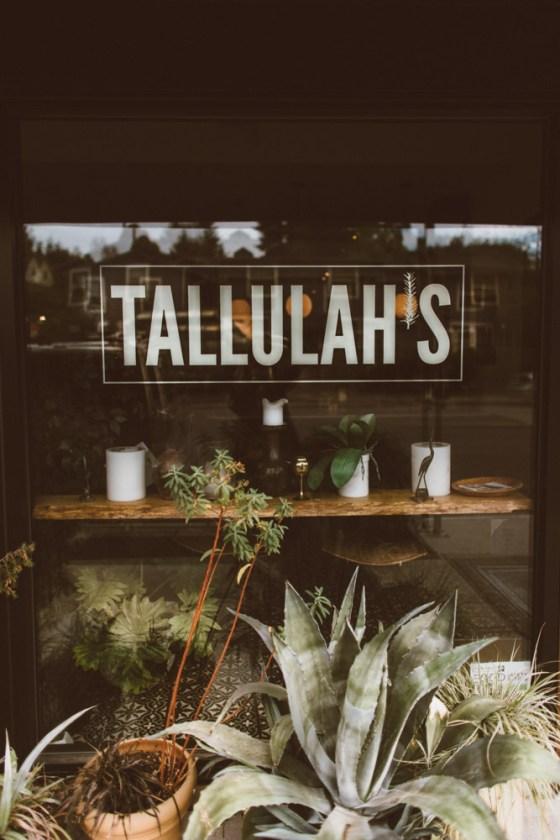 Breakfast at Tallulah's | All White Flowers | Seattle, Washington