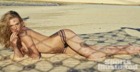 Anne-Vyalitsyna-2014-SI-Swimsuit-Issue_014