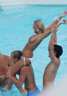 Billie-Faiers-topless-marbella-2011_006