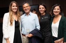 Dr. Alberto Morano y Aina Morano acompañados por representantes del equipo de Pronova