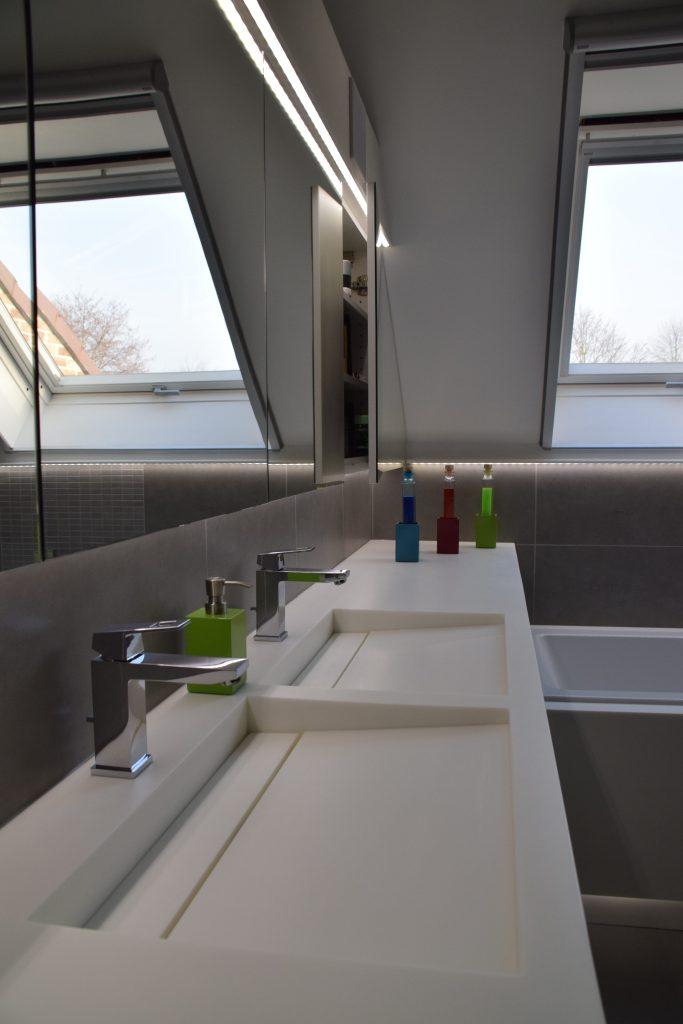detail wastafel op maat in hi-macs solid surface badkamer renovatie