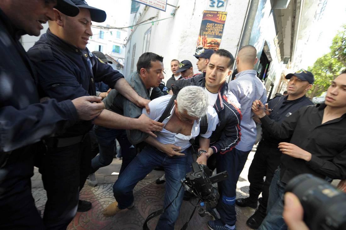 الاتحاد الدولي للصحفيين يعلن تضامنه مع الصحافة المكتوبة في الجزائر