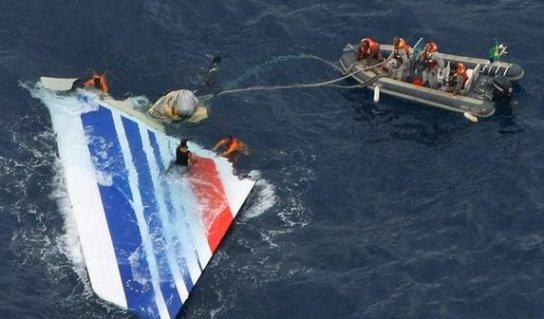 سفينة فرنسية تنضم لجهود البحث عن صندوقي الطائرة المصرية