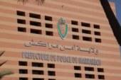 """الأمن يكشف حقيقة """"نصاب"""" باع لسائحين منبرا يعود لحقبة حكم الدولة السعدية بمراكش"""