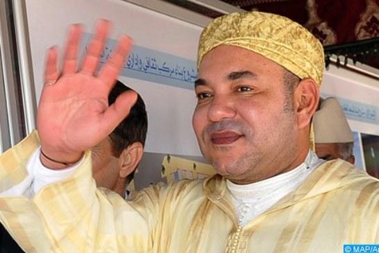 """الملك يدشن مسجد """"ولد الحمراء"""" بعد ترميمه ويؤدي به صلاة الجمعة"""