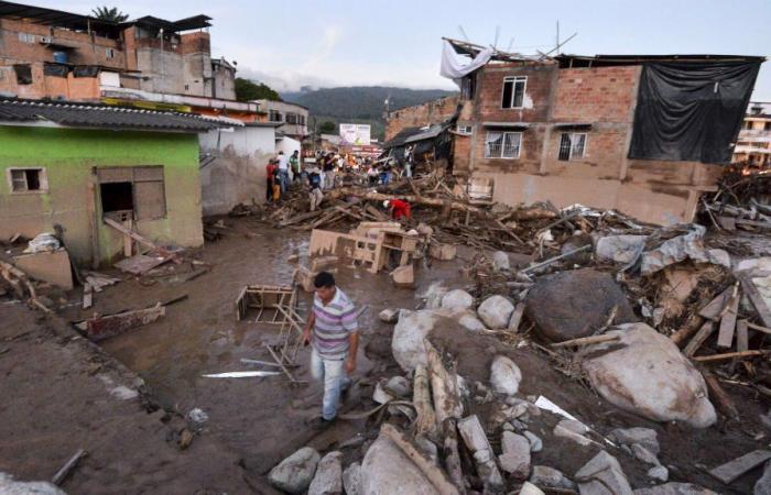 حداد في كولومبيا إثر تسبب فيضانات بمقتل أكثر من 200 شخص