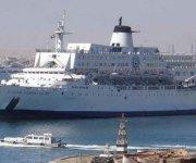 الإفراج عن طاقم السفينة التى تعرضت للحريق بميناء السويس
