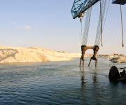 ترسانة قناة السويس تنتشل 13 ألف طن حديد من قاع البحر