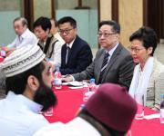 زعيمة «هونج كونج» تعتذر للمسلمين بعد حادث إطلاق المياه على مسجد