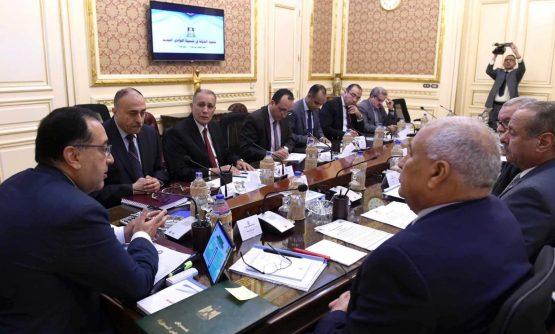 رئيس الوزراء يوجه بدعم شاب ينتج الحرير من دودة القز في 50 فدانا