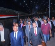 وزير النقل متسائلا: ينفع قطار أبو قير يشتغل من شرق الإسكندرية لمحطة السكة الحديد بجنيه (صور)