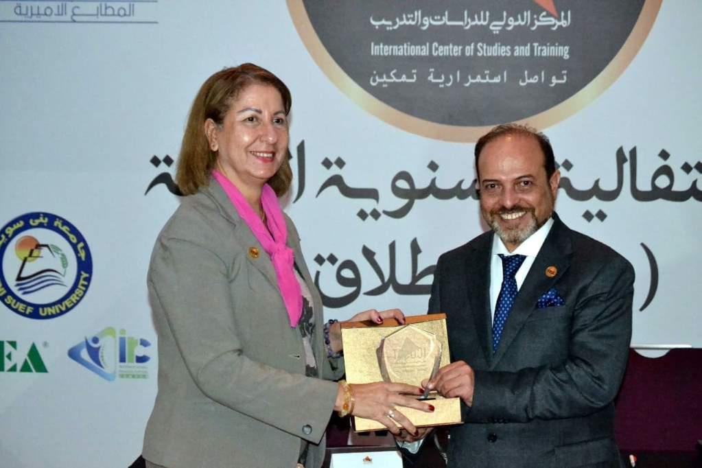 تكريم لدكتورة جيهان فرحات رئيس المجلس المصرى للإبداع والابتكار وحماية الملكية الفكرية