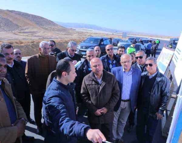وزير النقل يتفقد مشروعات الطرق والكبارى