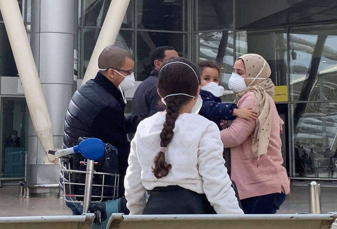 أحد المقيمين بالحجر الصحي في «فندق المطار» يؤكد مجانية إقامة «العائدين من بريطانيا» - جريدة المال