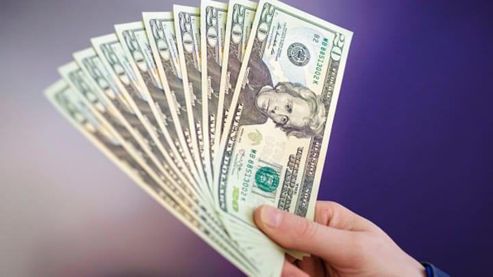 الدولار يتراجع في تعاملات الثلاثاء مع صعود العملات «الخطرة» - جريدة المال