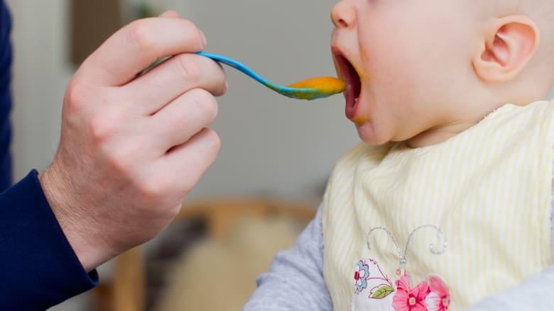 إدارة الغذاء والدواء الأمريكية تحذر مصنعي أغذية الأطفال من مواد ومعادن سامة