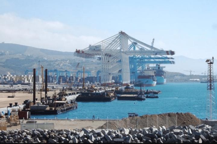 وقفة احتجاجية امام ميناء طنجة