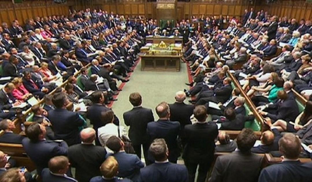 بريطانيا تمنع نوابها من توظيف أقاربهم