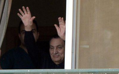 حسني مبارك يعود إلى منزله