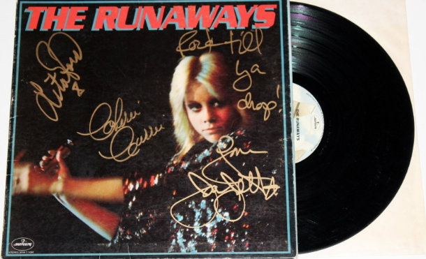 "Un Día Como Hoy: 41 Años Del álbum Debut De THE RUNAWAYS ""The Runaways""."