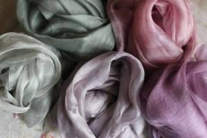 окрашивание шелка, окрашивание войлока, окрашивание шерсти, шерсть и шелк, войлок и шелк, одежда из войлока, войлочная одежда, шаль из войлока, шарф из войлока, шапка из войлока, натуральная шерсть, ремесло казахстана, войлоковаляние, валяние шерсти, шляпа из войлока, татьяна гусева, сделано в казахстане, сделано в алматы, made in kz