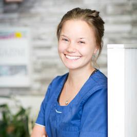 Klinikkaeläinhoitaja Henna Järvelin
