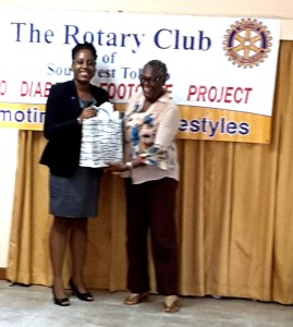leana-receiving-a-token-at-diabetes-workshop-in-tobago