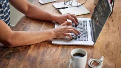 صورة طريقة الدراسة عبر الإنترنت ومميزات التعليم الإلكتروني