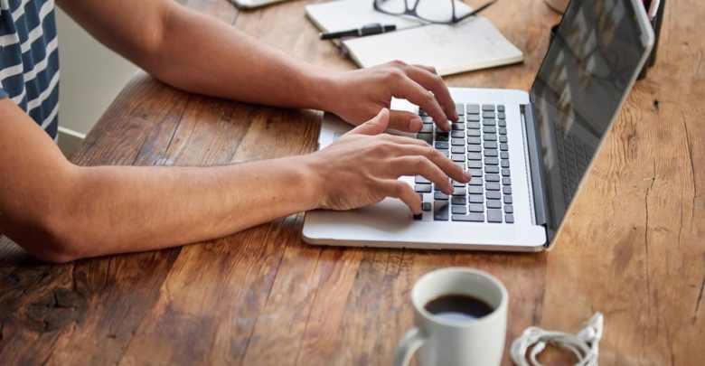 طريقة الدراسة عبر الإنترنت ومميزات التعليم الإلكتروني