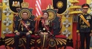 ملك العالم وزوجته اللذين اعتقلتهما الشرطة