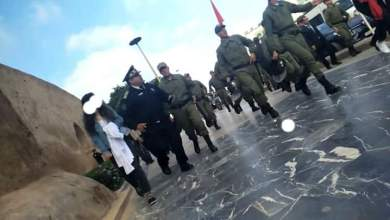 Photo of طلبة الطب يستنكرون التدخل الأمني ضدهم ويعلنون تصعيد احتجاجاتهم