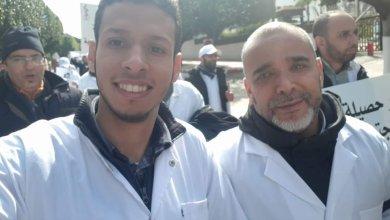 Photo of بعد توقيف الأساتذة الثلاثة.. وزارة الصحة توقف طبيبا وأب أحد منسقي طلبة الطب