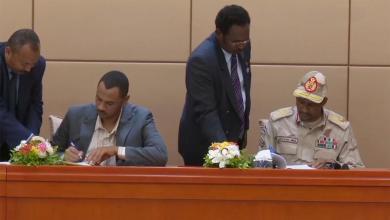Photo of قوى الحرية والتغيير والمجلس العسكري يوقعان وثيقة الإعلان الدستوري