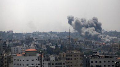 Photo of جیش الاحتلال الإسرائیلي يقصف مواقع الفصائل الفلسطینیة بقطاع غزة وحماس تحمّله المسؤولية