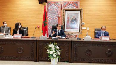 Photo of رئيس الحكومة يدعو وزيرة السياحة إلى تعميق المشاورات مع المهنيين لعودة القطاع لنشاطه الطبيعي