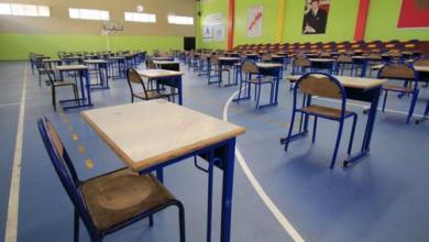Photo of مترشحون للباكالوريا يجرون الإمتحانات في 100 قاعة مغطاة و145 مدرجا و1910 مؤسسة تعليمية