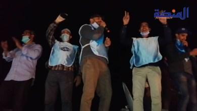 Photo of احتجاج من فوق السطوح: بعد منعهم من الاحتجاج نقابة بالعيون تحتج على قانون الاضراب بطريقة خاصة