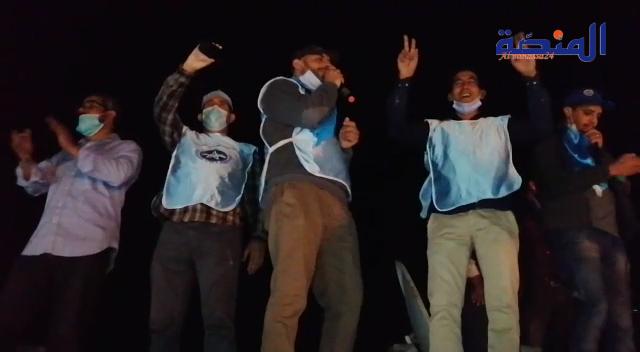 احتجاج من فوق السطوح: بعد منعهم من الاحتجاج نقابة بالعيون تحتج على قانون الاضراب بطريقة خاصة