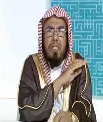 """الشيخ المطلق منتقداً """"الكسل"""": زوجات لا يُجدن صنع """"القهوة"""" وشباب يهملون تسجيل مواليدهم """"فيديو"""""""