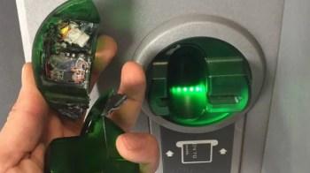 كيف يمكنك اكتشاف سرقة أجهزة الصراف الآلي لمعلومات بطاقتك