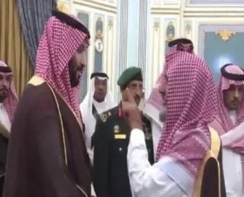«آل عاطف» يروي كيف استقبله ولي العهد أثناء تهنئته بحلول شهر رمضان..وهكذا ظهر الأمير محمد بن سلمان
