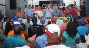 SAN JUAN: Hipólito juramenta más de cien dirigentes PRM y otros grupos