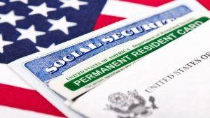 EE.UU. descalificará a solicitantes de residencia si reciben beneficios