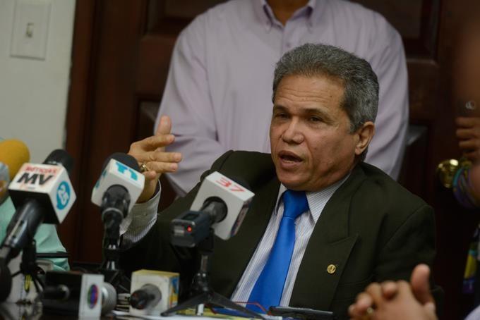 El Colegio Médico Dominicano pide a la población que «confíe y se vacune»